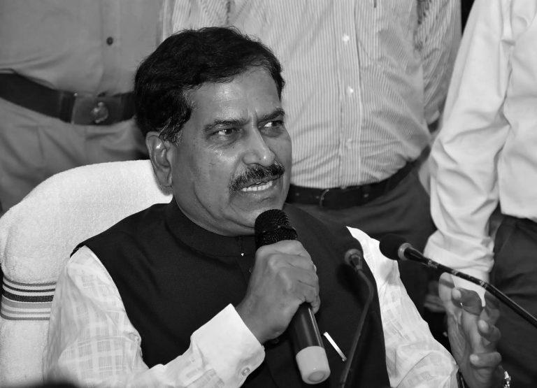 भारतका केन्द्रीय रेल राज्य मन्त्रीको कोरोना संक्रमणबाट मृत्यु